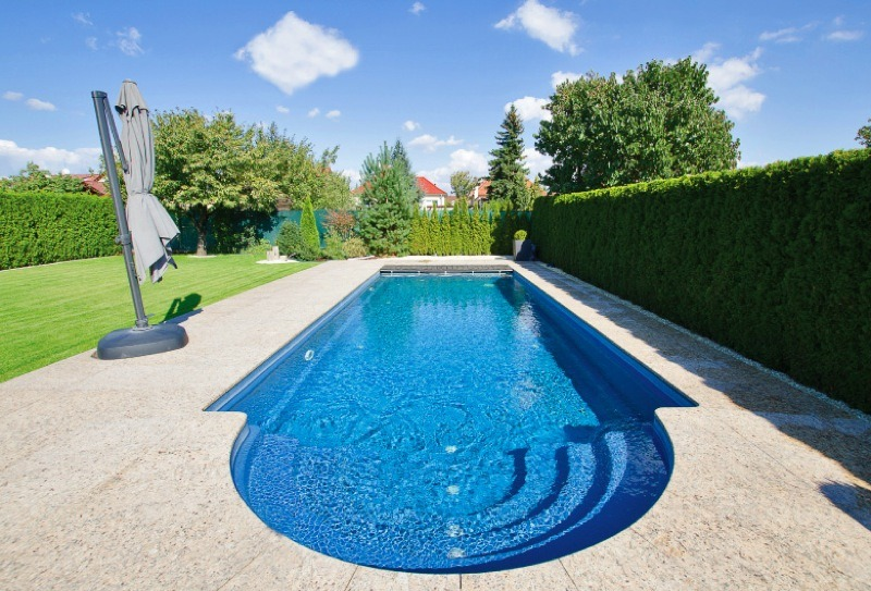Outdoor swimming pool maintenance kent xl pools for Outdoor swimming pool
