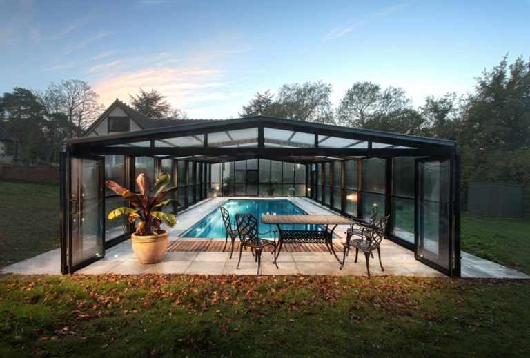 Swimming pool With Enclosure